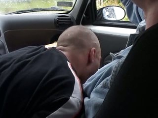 Horny dude gets a blowjob in rub-down the car