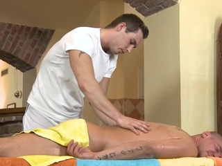 Cute twink gets a lusty massage from electrifying gay dude