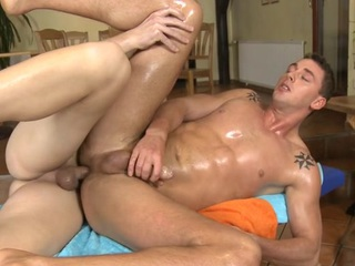 Gay dude is engulfing 10-Pounder hungrily during massage