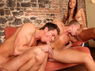 Two sexy guys and a sexy gal enjoying a worthwhile hermaphrodite fuck !