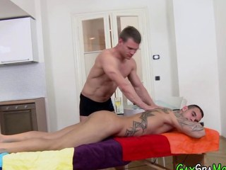 Buff amateur rides dick
