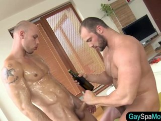 Masseur rams amateur bear in his ass