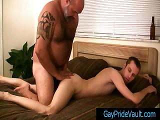 Gay dude getting his anus fingered wits bear By Gaypridevault