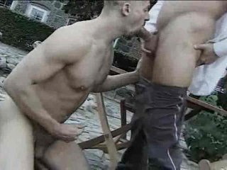 Alfresco gay cocksucking ends with a facial