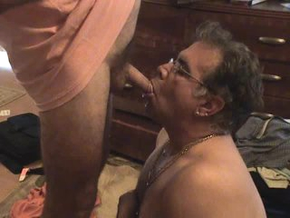 Guy drinking piss from a soft cock