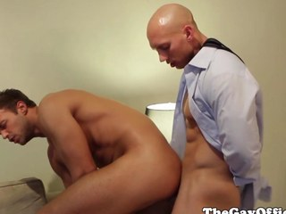 Office boss John Magnum fucked by worker