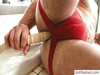 Muscled and tatooed plank stuffing his ass with dildo wits gotmasked