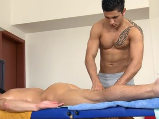 Sexy hunk gets his constricted anal canal explored by masseur