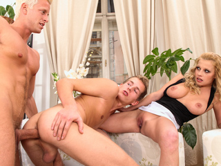 Youthful bi pair take an hitchhiker concerning home and fuck him !