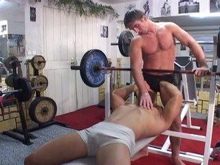 Gym warming up turns come by horn-mad hot gay bareback warming up