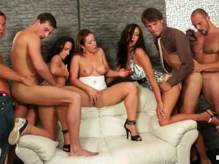 Amazing bisexual orgy with anal fucking !