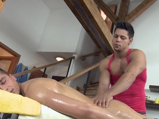 Hunk is getting a hard goof-up from gay masseur touch