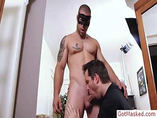 Tatooed muscle stud getting sucked by gotmasked