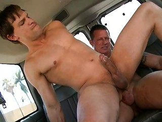 Horn-mad gay fella rides straight hard gadget in the car