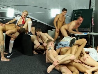 Bi group sluts get kaput and fucked by gay dudes